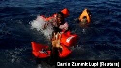 Архивска фотографија: Спасување мигранти од Средоземното Море