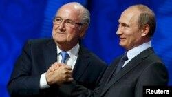 Վլադիմիր Պուտինը և Յոզեֆ Բլատերը Սանկտ Պետերբուրգում, 25-ը հուլիսի, 2015թ․