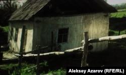 Дом, из-за которого разыгрался конфликт. Кадр фильма режиссера Адильхана Ержанова «Хозяева».