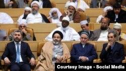 Мухиддин Кабири (первый слева) был приглашен в Тегеран для участия на международной конференции «Исламское единство»