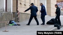 Police examine the site of an explosion that injured a man in the city of Rostov-on-Don on April 6.