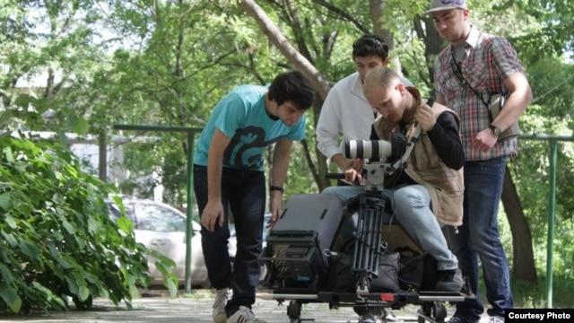 La filmări... (Foto de arhivă N. Negara)