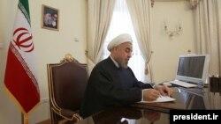 حسن روحانی یک روز پس از انتشار نامه رهبر جمهوری اسلامی ایران، با نوشتن نامه ای به او پاسخ داد