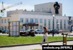 Воранава, бібліятэка ў цэнтры мястэчка
