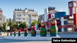 «Матрьошка-парк» – російський колорит в місті Аланії, регіон Анталья, Туреччина