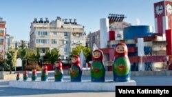 Анталиядағы үлкен орыс матрешкалары. 5 желтоқсан 2015 жыл.