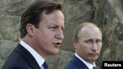 British Prime Minister David Cameron (left) and Russian President Vladimir Putin speak to the media in Sochi.