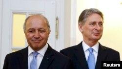 Министр иностранных дел Франции Лоран Фабиус (слева) и министр иностранных дел Британии Филип Хэммонд.