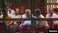 فعالان بازار سهام در تالار بورس تهران - در صورت نهایی شدن این طرح، اوراق سلف نفتی به مردم فروخته میشود