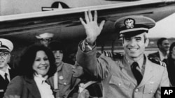 John McCain waves to well wishers after arriving at Jacksonville Naval Air Station in Florida following his release from Vietnamese captivity in March 1973