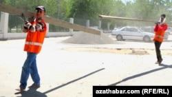 Gurluşyk işçileri.