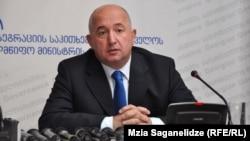 Сегодня Паата Закареишвили в абхазском обществе воспринимается скорее как трагикомическая фигура. А ведь во время грузино-абхазской войны, он был одним из редких представителей Грузии, которых на абхазской стороне воспринимали позитивно
