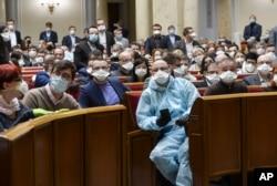 Жогорку Раданын депутаттары.