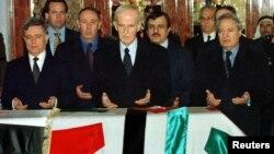 خدام (چپ) در کنار حافظ اسد، و فاروق الشرع