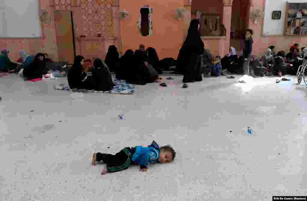 Civilians who escaped from Raqqa's front-line in Syria rest at a mosque on October 12. (Reuters/Erik De Castro)