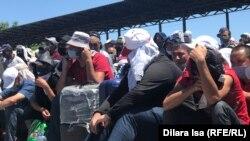 Сотни таджикистанцев остаются на казахстанско-узбекской границе. 15 фотографий