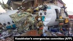 Літак Fokker 100 авіакомпанії Bek Air впав 27 грудня вранці невдовзі після зльоту, 12 людей загинули, понад 60 – постраждали