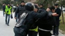 """26yanvar aksiyasında polisin döydüyü """"Qırmızı gödəkçəlı"""" oğlan AzadlıqFM-də"""