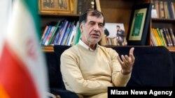 محمدرضا باهنر پیشنهاد کرده است که شعار اصولگرایان در این دوره از انتخابات مجلس شورای اسلامی، «تحریمشکنی و مبارزه با فساد» باشد.
