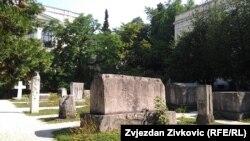 Stećci u botaničkoj bašti Zemaljskog muzeja BiH