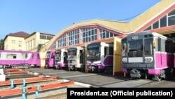 İlham Əliyev Bakıya gətirilən yeni metro qatarlarına baxıb- [Fotolar]