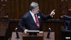 Ukrainian President Petro Poroshenko delivers a speech in the Polish parliament in Warsaw on December 17.