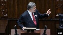Порошенко выступает в польском парламенте (сейме) 17 декабря 2014 года