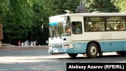 Алматыдағы жолаушылар автобусы. (Көрнекі сурет).