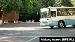 Алматыдағы жолаушылар автобусы. (Көрнекі сурет)