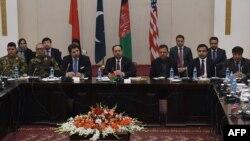 کابل: د افغانستان، پاکستان، امریکا او چین استازي د افغان سولې لپاره د څلور اړخیزې غونډې مهال. ۱۸ جنوري ۲۰۱۶