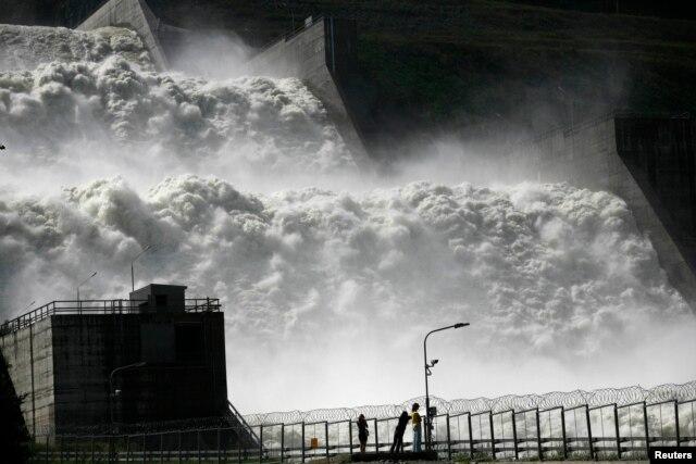 Visitors in 2013 look at the new spillway at the Sayano-Shushenskaya hydroelectric power station, 520 kilometers south of the Siberian city of Krasnoyarsk.