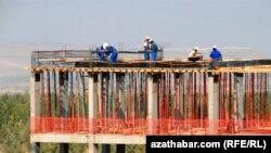 Türkmenistanda gurluşyk üçin her ýylda goýberiljek puluň möçberiniň 2015-nji ýyla çenli 15% artdyryljakdygy aýdylýar.