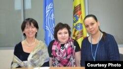 Никола Харрингтон-Бухай, координатор-резидент ООН в Республике Молдова, Ирина Ревин и Diana Raileanu корреспондент Радио Свободa
