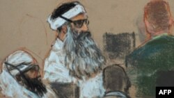 Халид Шеик Мохамед пред американскиот воен суд во затворот Гвантанамо во Куба.