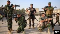 متطوعون جدد في الجيش العراقي يتدربون في البصرة