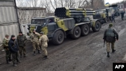 Донецк облысының Артемьевск селосы маңындағы украин әскері. 6 наурыз 2015 жыл.