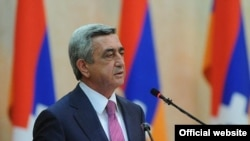 Президент Армении Серж Саргсян выступает с речью на мероприятии, посвященном 20-летию провозглашения независимости Нагорного Карабаха, Степанакерт, 2 сентября 2011 г. (фотография - пресс-служба президента Армении)