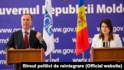 Trimisul OSCE pentru conflictul trannsitrean Franco Frattini, și vicepremierul pentru reintegrare Cristina Lesnic, Chișinău, 27 martie 2018