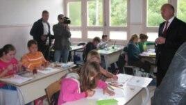 Osnovna škola u Konjević Polju, Goran Mutabdžija sa đacima