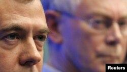 Președintele Dmitri Medvedev și președintele Consiliului European Herman Van Rompuy la o conferință de presă