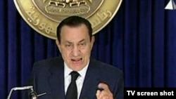 Хосни Мубарак выступает по египетскому телевидению
