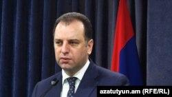 Министр обороны Армении Виген Саргсян (архив)