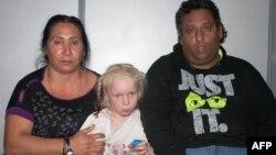 39-річний Крістос Саліс і 40-річна Елефтеріа Дімополоу, що виростили дівчинку, не є її біологічними батьками