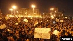Qohiradagi Tahrir maydoni bir necha kundan beri namoyishchilar bilan to'liq.