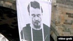 Плакат с Воротниковым на Карловом мосту в Праге в 2011 году