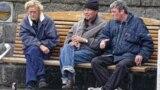 Мужчыны п'юць піва ў Рэйк'явіку. Ілюстрацыйнае фота
