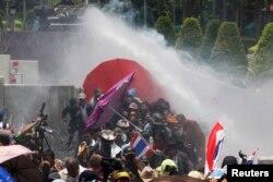 Еще в мае в Бангкоке шли настоящие бои манифестантов с полицией