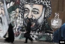 Изображение Ясира Арафата на улице в секторе Газа. 2016 год