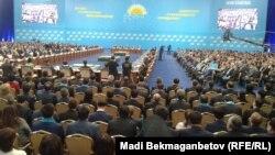 """На съезде президентской партии """"Нур Отан"""" в Астане. 29 января 2016 года."""