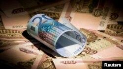 Рубль подешевел с начала января более чем на 10%. Чистый отток капитала из России за первый квартал, по прогнозам, превысит его объемы за весь прошлый год